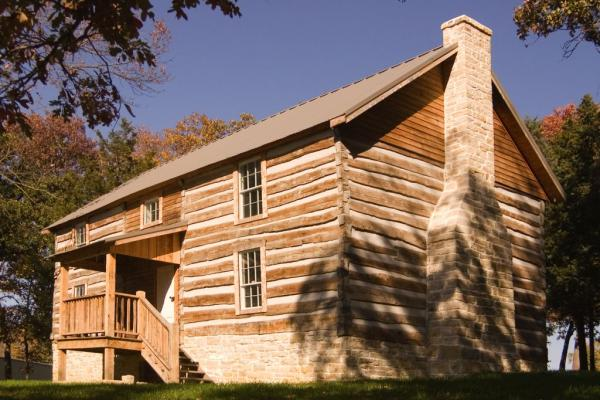 Missouri Farm Bureau Log Home
